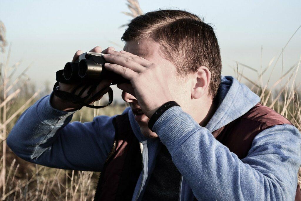 binocular_watching