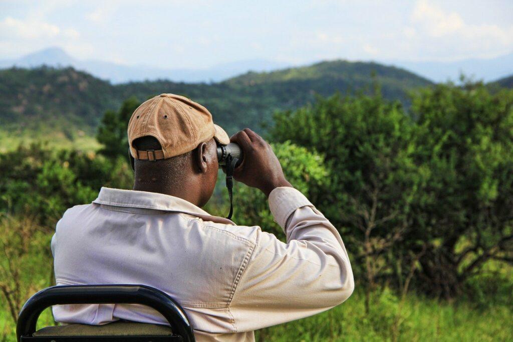 binoculars_watching